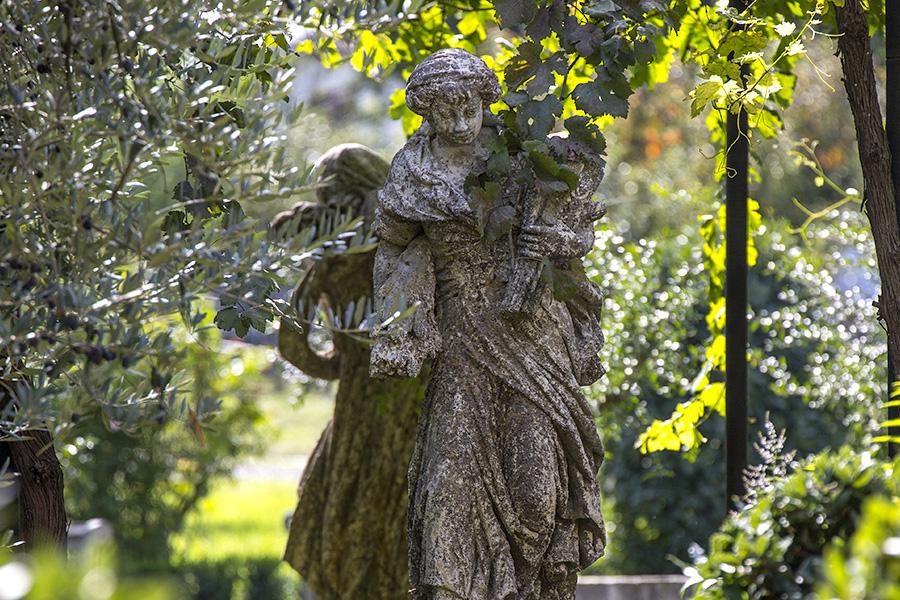 particolare statua nel giardino Barbanera